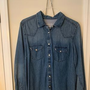 Gap size XL Denim Shirt with pearl like buttons.